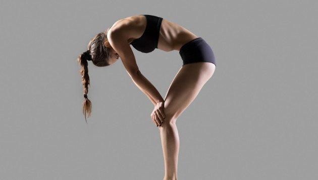 Yoga em Barueri: Mulher na posição Bandha.
